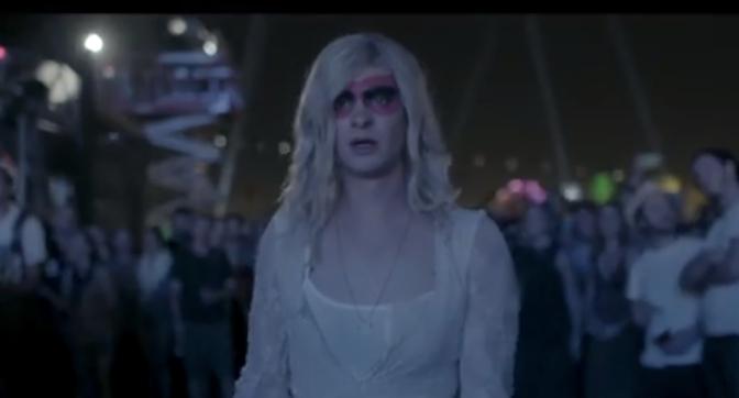 (Actualité) Andrew Garfield en femme pour Arcade Fire!