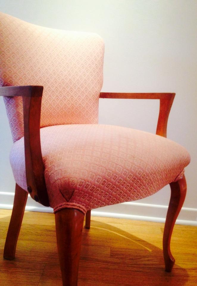 La chaise rose de Jacqueline